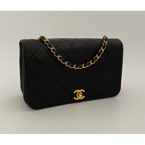 Chanel flap black leather...