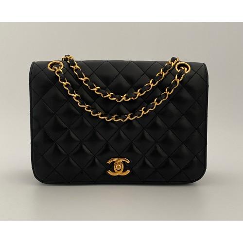 Chanel shoulder bag black...